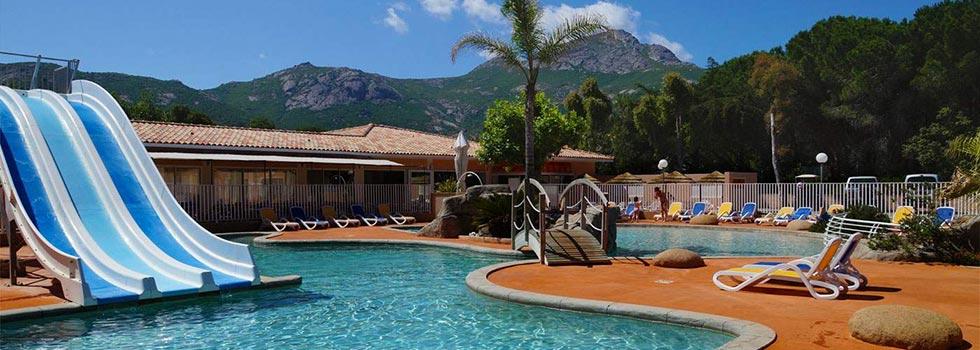 Vacances en camping avec piscine en Corse