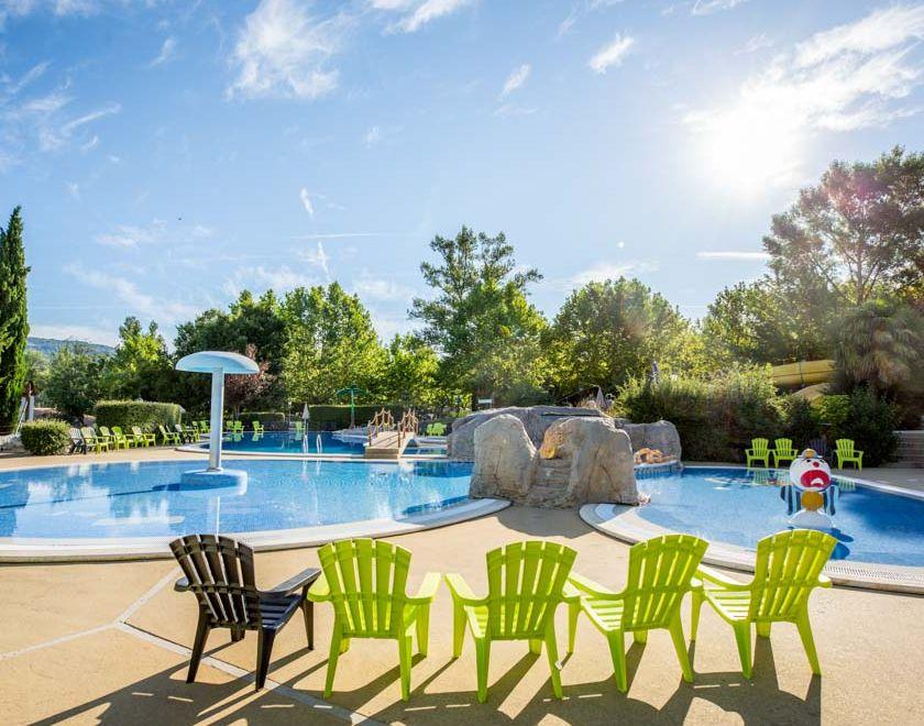 Passer des vacances en Ardèche dans un camping avec piscine chauffée