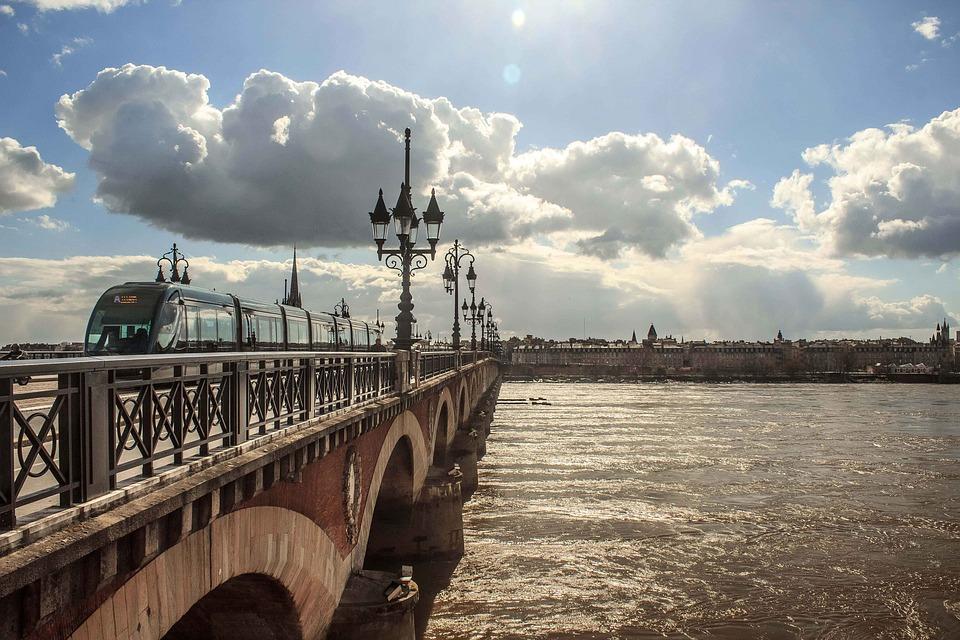 Combien coûte une location de villa à Bordeaux ?